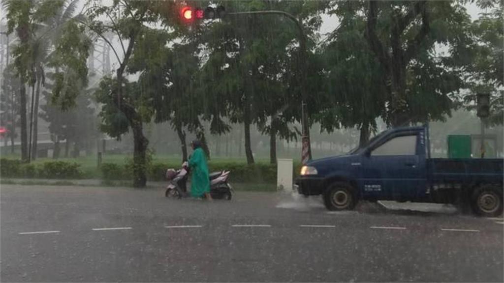 大雨來襲,全台20縣市發布豪雨特報。圖:台視新聞