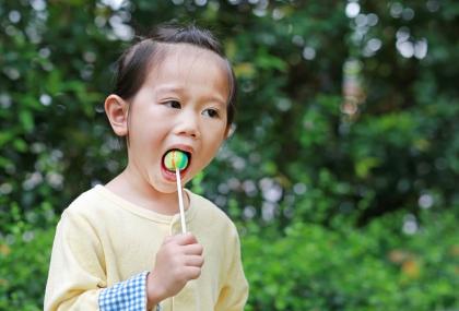 精緻糖恐使血糖飆高、孩子過嗨。圖:常春月刊