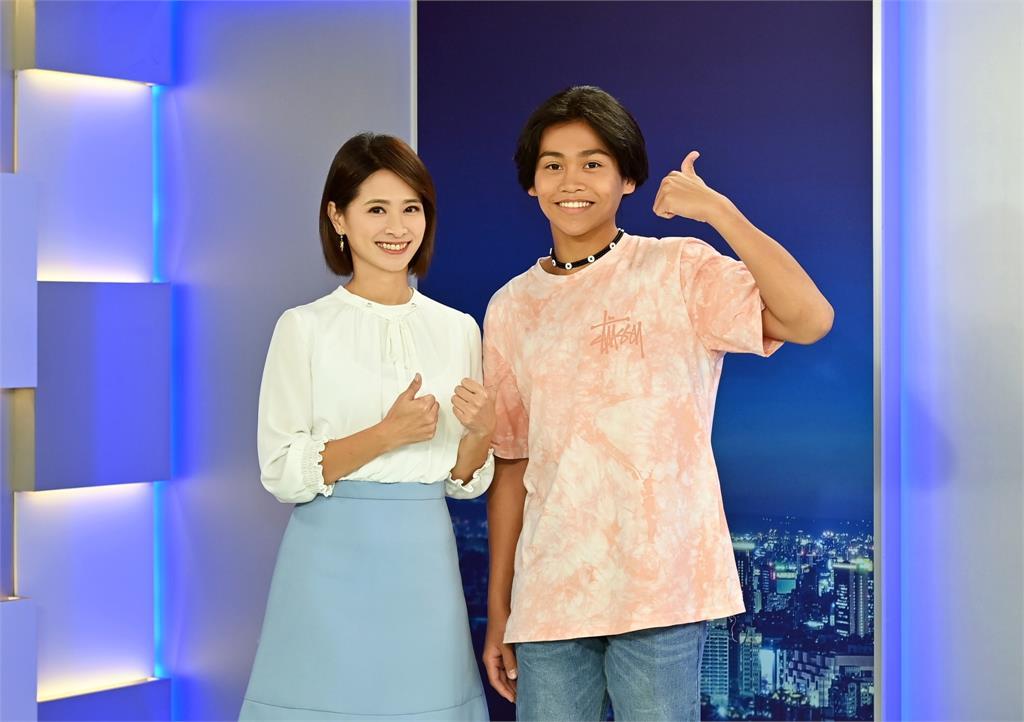 榮獲金鐘獎兒童少年節目主持人獎的鍾家駿透露,接下來希望有機會圓歌手夢。  圖:台視新聞提供