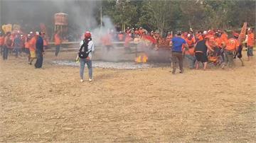 高雄震威宮過火儀式釀災 24信徒腳底遭燒燙傷