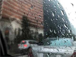 全台持續濕冷 北東地區恐有局部大雨 清晨最低溫僅...