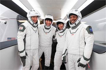 新里程碑 SpaceX飛龍號成功載4太空人升空