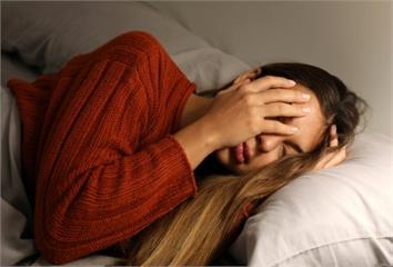 常失眠、睡不好恐致高血壓!  醫曝「自殺式睡眠」...