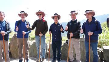賴清德邀駐台代表 探訪阿里山「特富野古道」