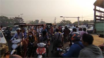 緬甸血腥鎮壓「逾30人遭警擊斃」 仰光現大批逃難...