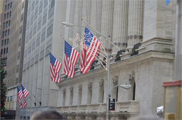 Fed暗示將討論減碼QE 三大指數收黑