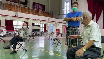 接種疫苗上演同學會 80年前老同學相聚