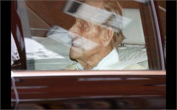 住院長達28天 99歲英菲利普親王出院了