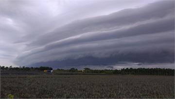 天空驚見「黑色巨龍」灘雲 氣象局:小心雷雨將至