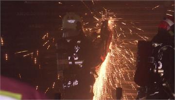 爆炸聲頻傳 音響店大火濃煙狂竄1女嗆傷