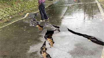 疑大雨釀土層滑動 石門北21縣路面破裂隆起