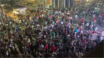 國慶焰火33萬人次散場 周邊人車塞爆引民怨