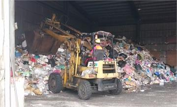 疫情下外送外帶變多 台南資源回收物暴增堆成山!