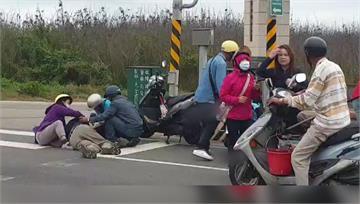 遊客澎湖騎車自由行 緊急煞車翻車自摔