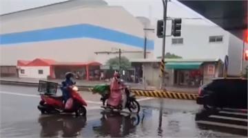 屏東清晨間歇性雨勢 台一線歸來路段積水