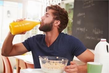 不吃水果只喝果汁可以嗎?專家警告「隱藏風險」會致...