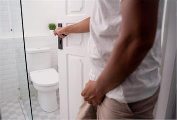 每晚總是被尿意叫醒?  專家警告「4疾病訊號」:...