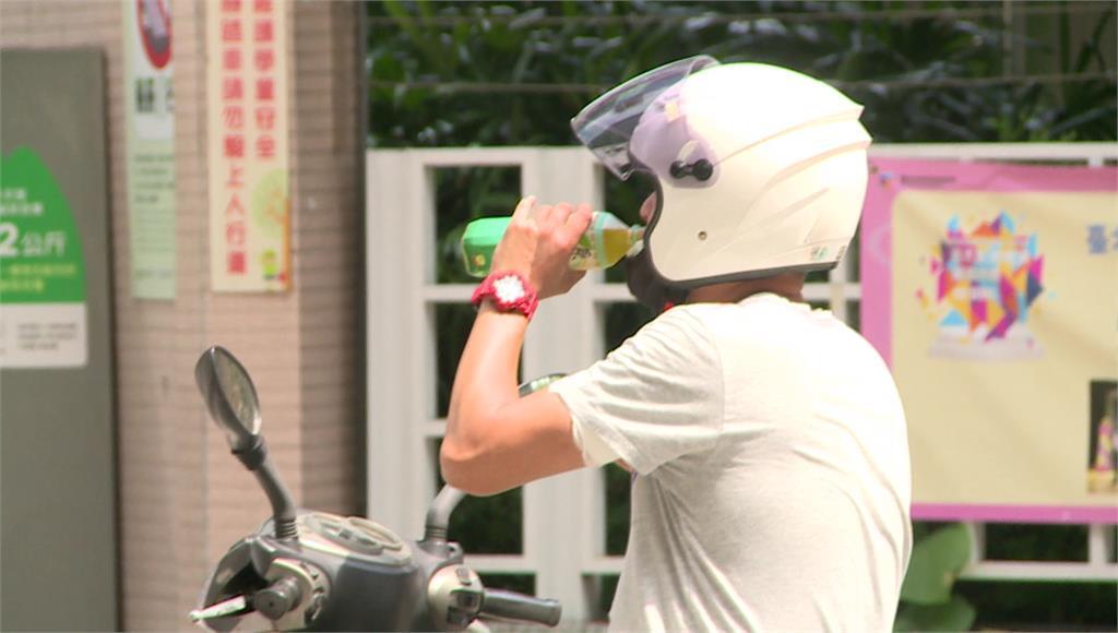 騎車、開車沒戴口罩都要開罰。圖/台視新聞