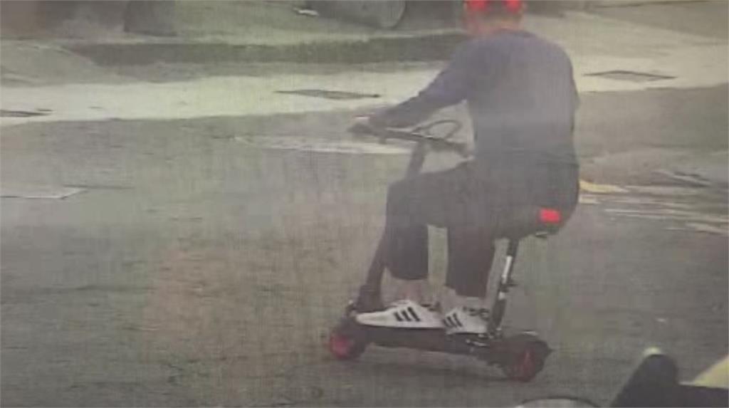 警方鎖定騎著滑板電動車的嫌疑人,疑似就是近日闖空門慣竊。圖/台視新聞