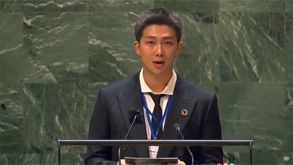 BTS隊長RM,在演講上鼓舞年輕人。圖/翻攝自UN YouTube