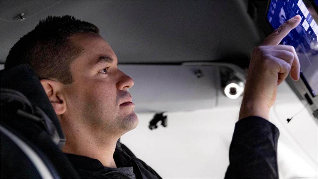 美國一間支付公司的執行長艾薩克曼,即將成為全球第一個平民太空人。圖:翻攝自SpaceX官網