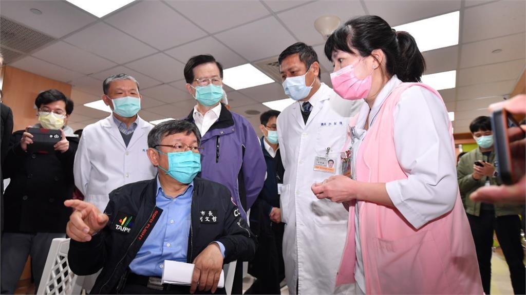 台北市長柯文哲22日上午赴和平醫院視察疫苗施打首日情況。圖/台視新聞