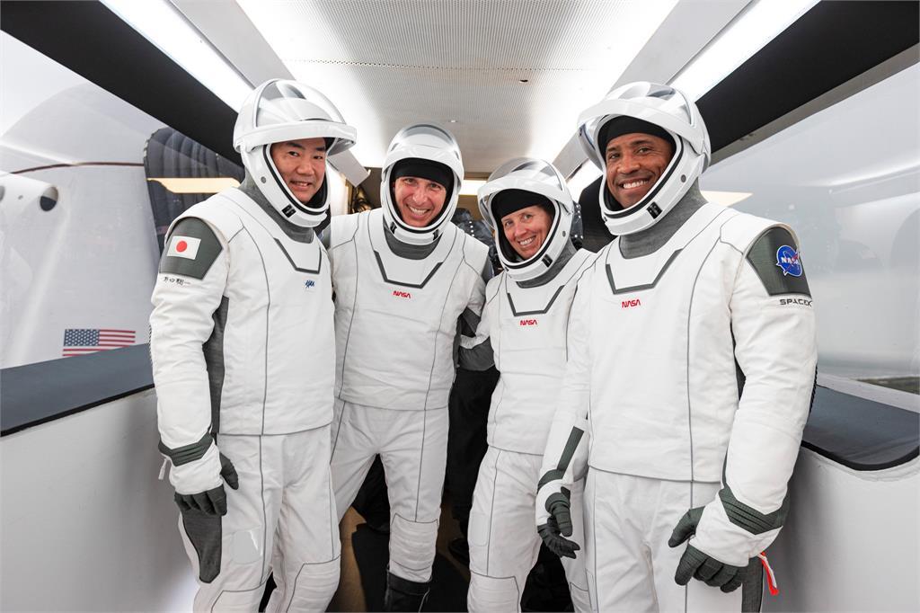 SpaceX跟NASA合作,將4名太空人送上國際太空站。圖:翻攝自 NASA Facebook