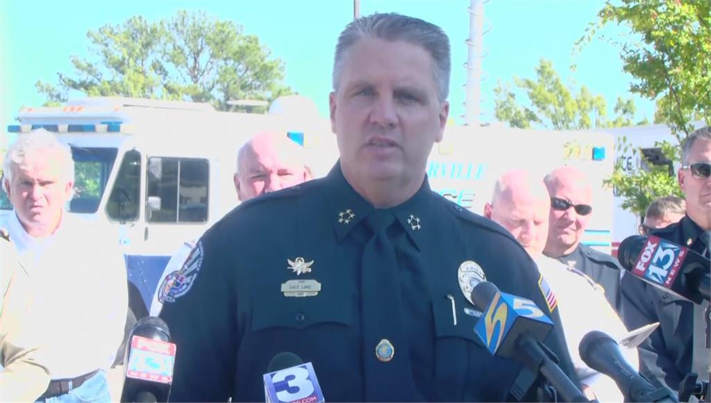 美國田納西州超市驚傳槍擊,已知1死12傷。圖/翻攝自AP Direct