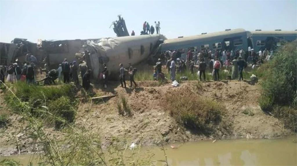 埃及發生火車對撞事故。圖/翻攝自Twitter@spriters