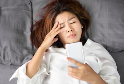 長期熬夜、睡眠不足小心飛蚊症上身!  專家揭「日...