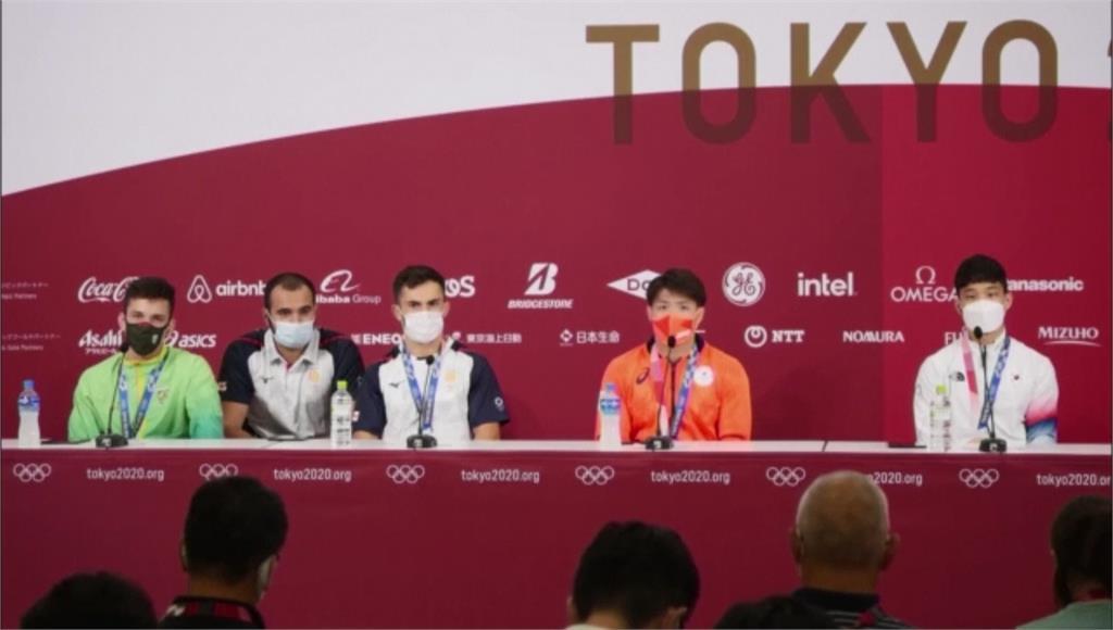 日本柔道兄妹檔在同一天拿到奧運金牌,哥哥阿部一二三在賽後訪問中表示「是人生中最棒的一天。」圖/翻攝自AP Direct