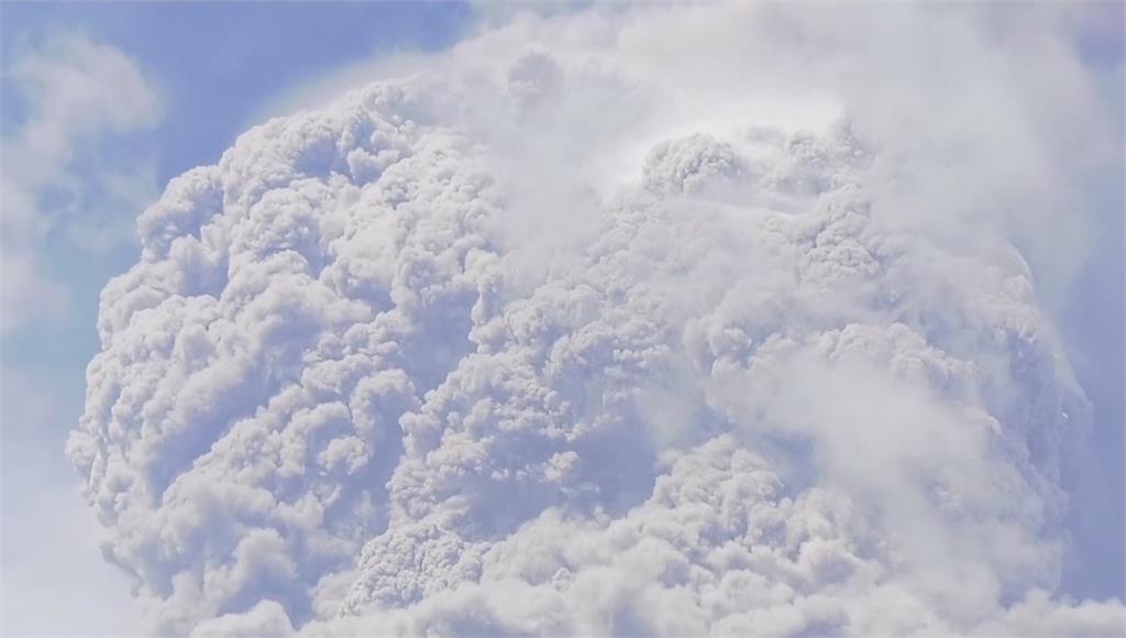 聖文森索夫瑞火山噴發 滾燙火山礫如雨下