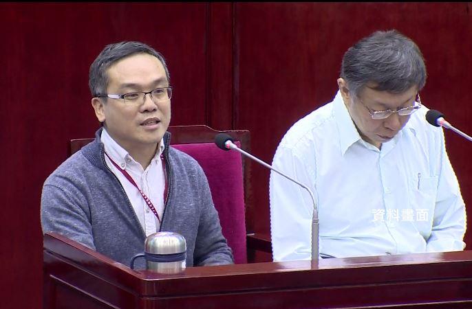 劉嘉仁(左)離開台北市府後,擔任北市聯醫院長特助,傳出月薪直逼12萬。圖/台視新聞(資料照)