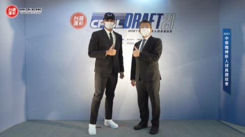 江少慶、中職會長蔡其昌(左至右)合影。圖/翻攝自CPBL 中華職棒臉書