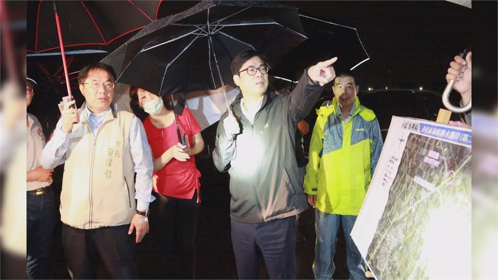 陳其邁深夜前往南部勘災。圖:台視新聞