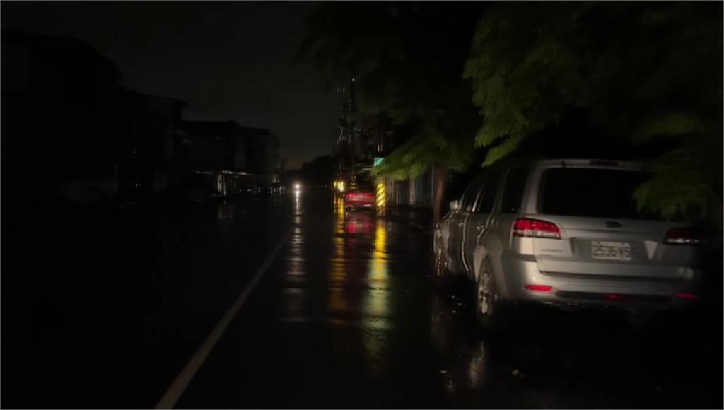 昨晚高雄大寮及大樹一帶無預警停電。圖/台視新聞