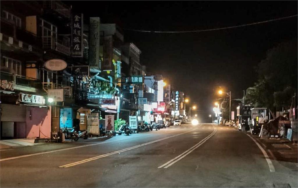 墾丁大街30年來首次淨空。圖/翻攝自FB@潘孟安