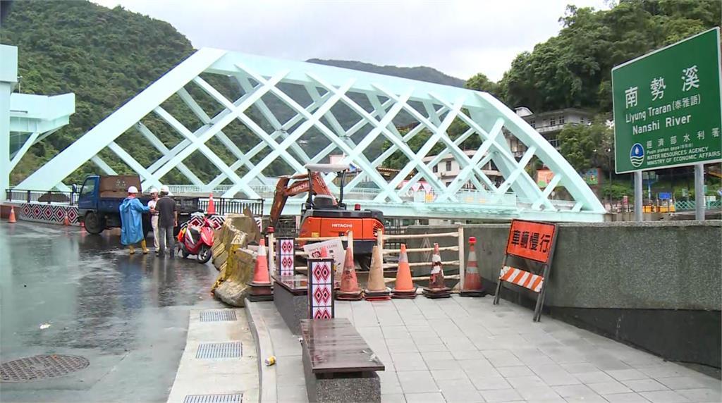 新橋興建取代了舊橋,大幅改善老街周邊排水設施。圖:台視新聞