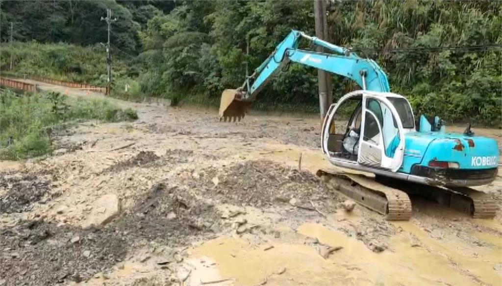 南投仁愛鄉投83線跟投89線因大雨釀土石流。圖:台視新聞