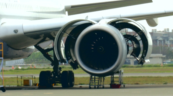 停機坪滿是客機 機隊停飛維修眉角多
