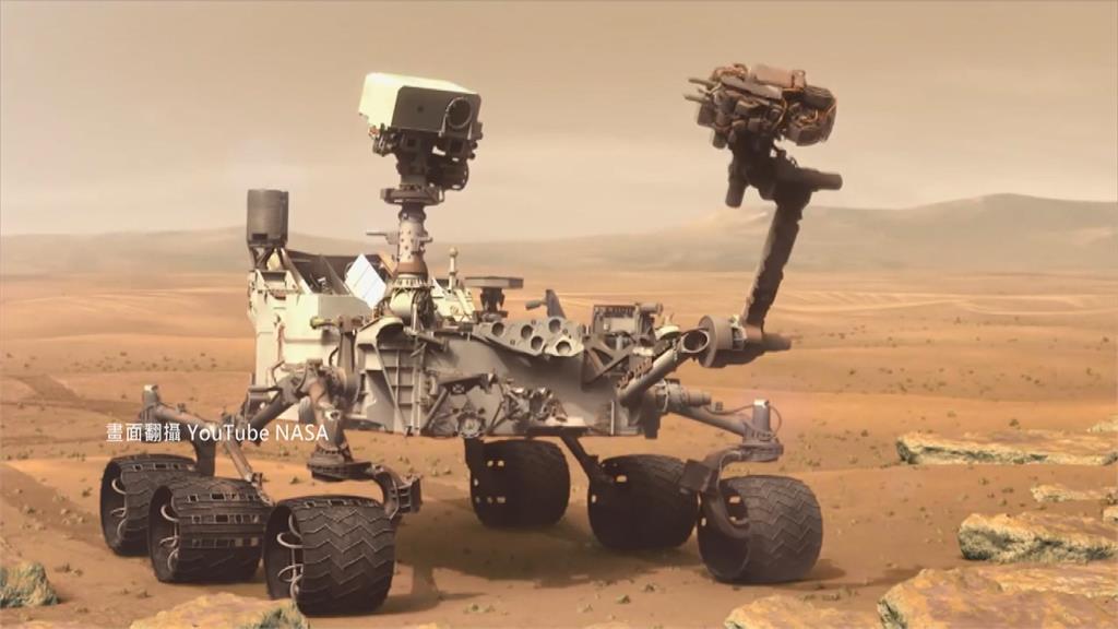 2012年登上火星的好奇號,透過機械手臂採樣,發現火星土壤中含有水分。