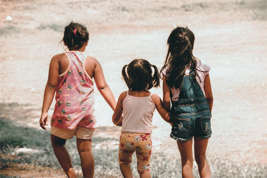 美國孩童開學後染疫風險提高,確診比例3個月內暴增240%。圖/翻攝自unsplash
