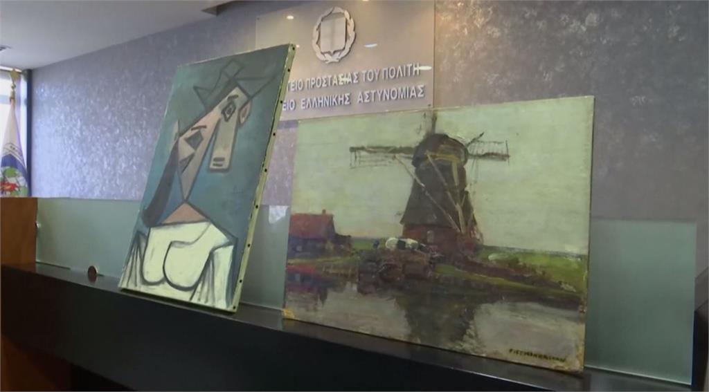 畢卡索的畫像《婦人頭像》(左)。圖/翻攝自AP direct