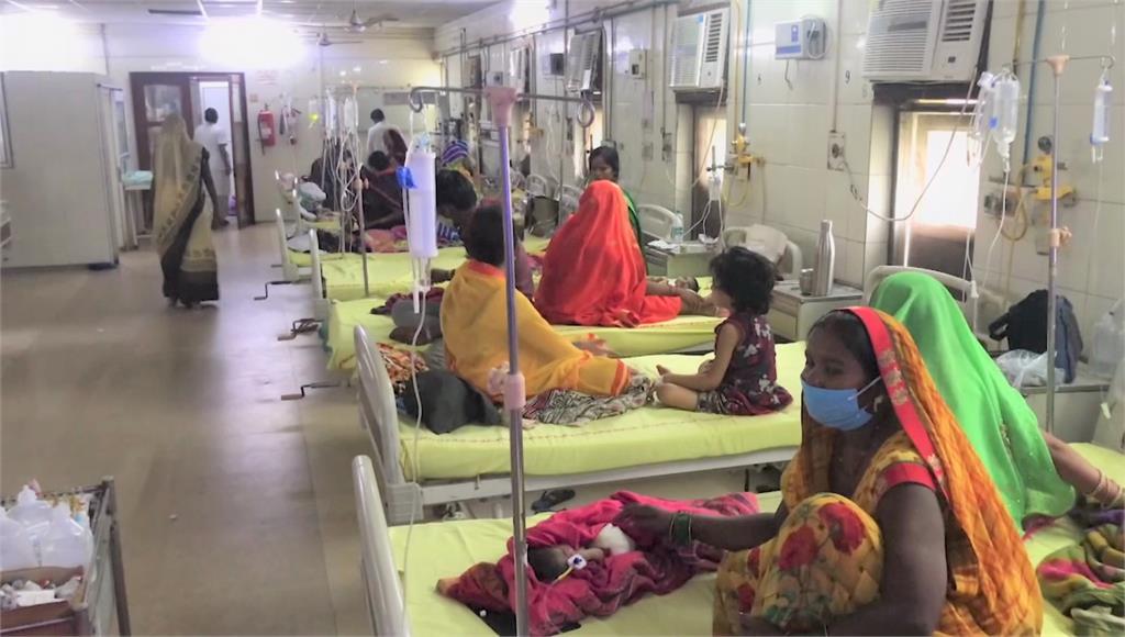新冠疫情燒不完,印度又爆發登革熱釀114人亡。圖/翻攝自AP Direct