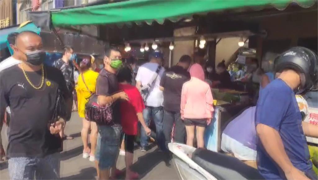 桃園竹圍漁港假日湧入人潮。圖/台視新聞