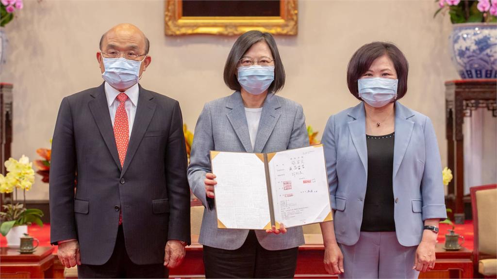 蔡英文昨日簽署勞工職業災害保險及保護法案。圖/總統府提供