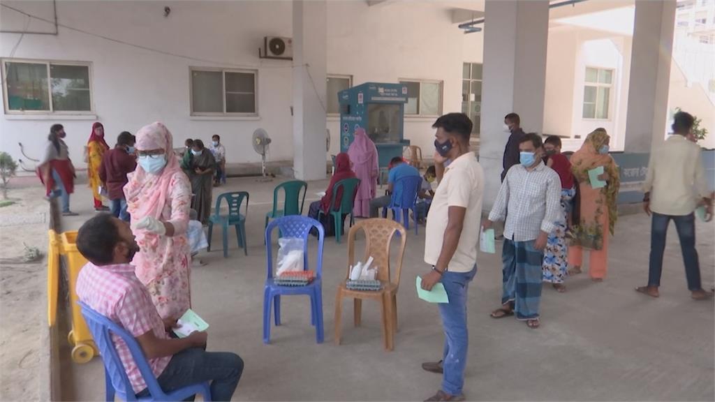 南亞多國受印度變種病毒侵襲,也苦等不到跟印度訂購的疫苗可以施打。圖:AP