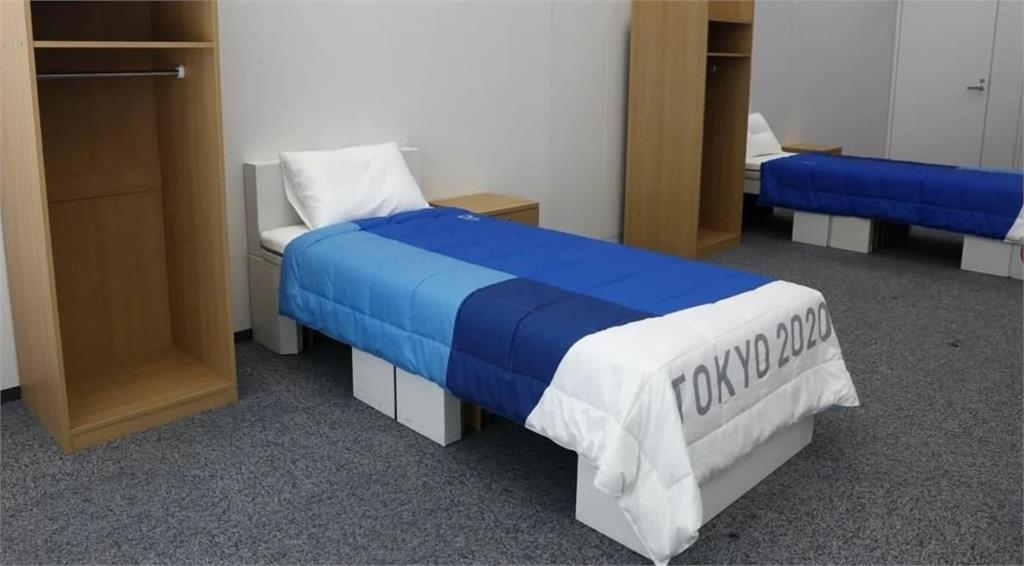 東京奧運選手村的紙板床。圖/翻攝自Twitter@Paulchelimo
