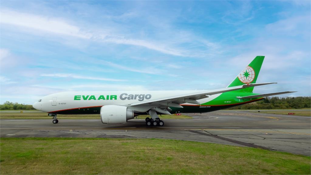 長榮航貨運添動能 第六架777F貨機抵台
