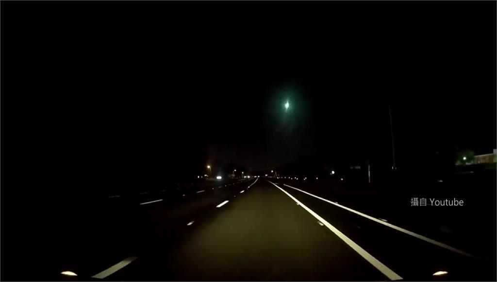 佛羅里達州12日晚上出現火流星。圖/翻攝自YouTube